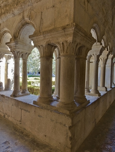 Vaison-la-Romaine-The-cloister-of-the-cathedral-p
